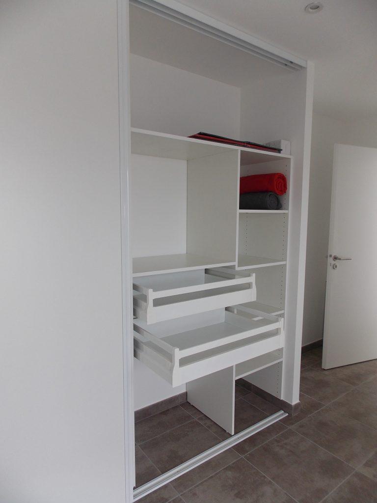 placard sur mesure artisan menuisier bois en loire atlantique 44 terrasse pergolas. Black Bedroom Furniture Sets. Home Design Ideas