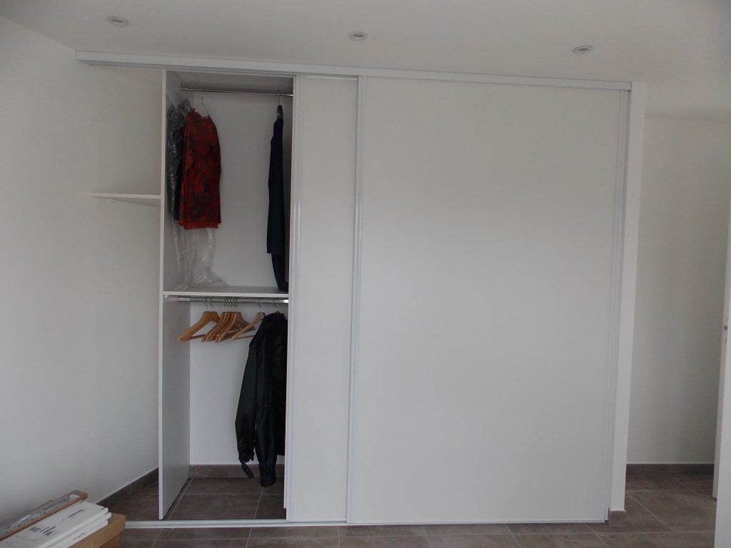 placard sur mesure artisan menuisier bois en loire. Black Bedroom Furniture Sets. Home Design Ideas