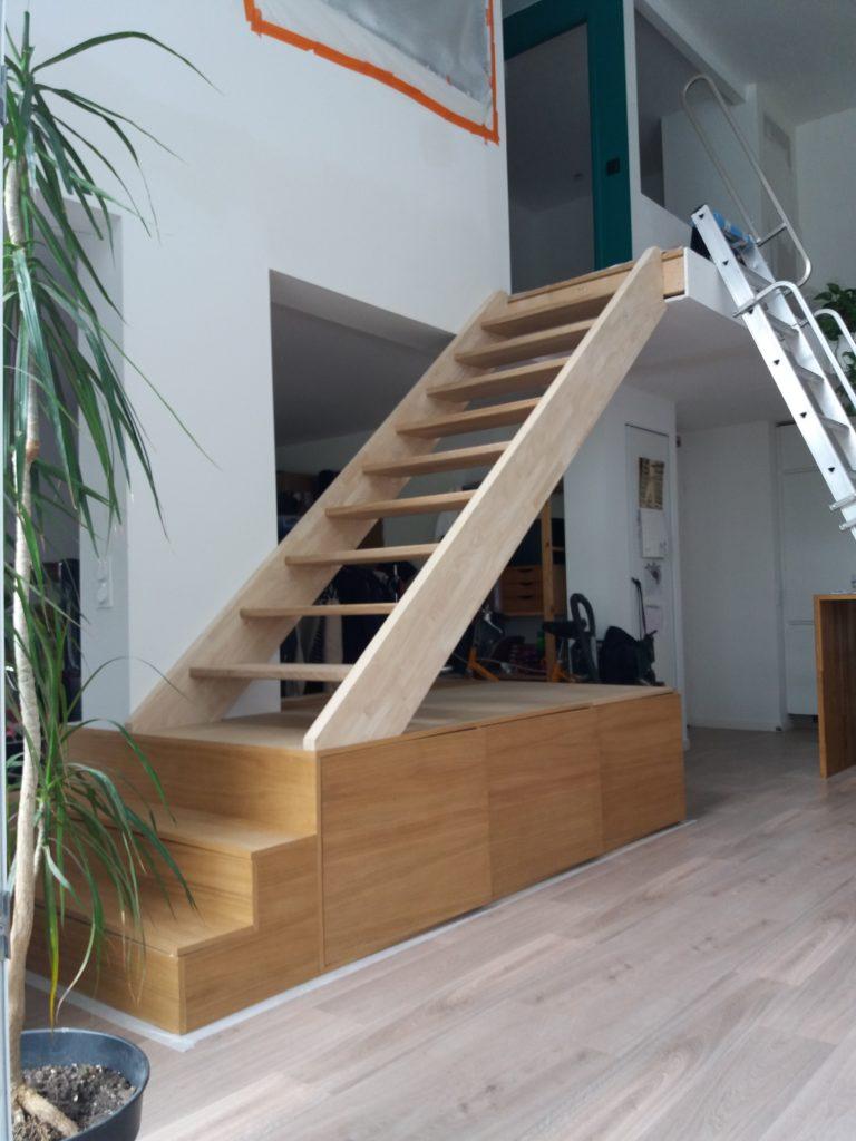 Escalier rangement chêne